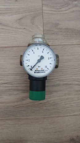 Reduktor ciśnienia wody z manometrem honeywell 1/2 - D06F