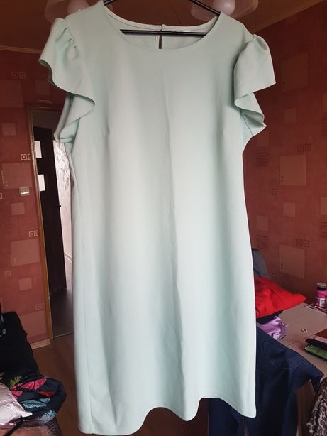 Jasnoseledynowa sukienka Pepco z pięknymi rękawami 42