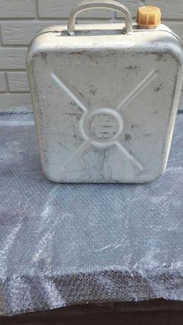 Продам каністру алюмінієву 20 літрів.