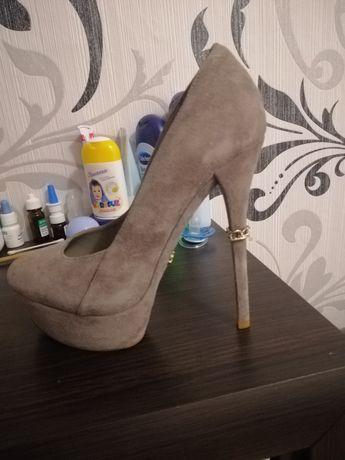 Взуття на каблучку