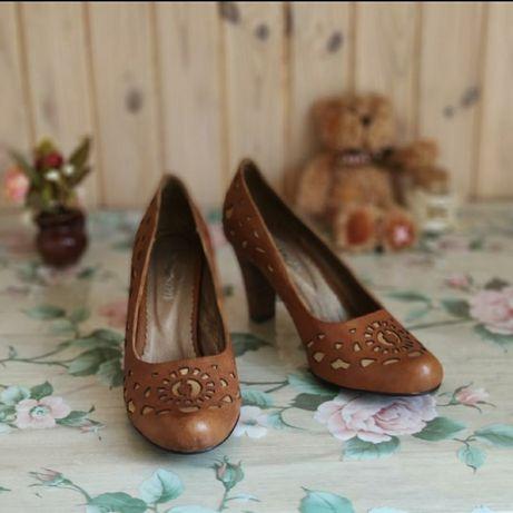 Удобные кожаные туфли на среднем каблуке
