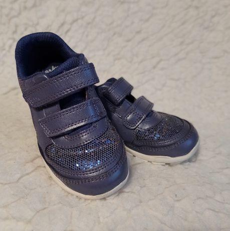 Adidaski, buty dziecięce Clarks r.22,5 First Shoes świecące - stan bdb