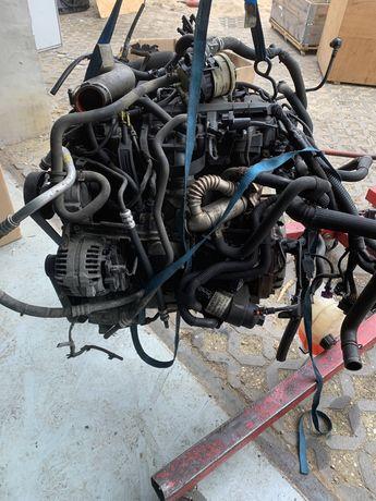 Trafic Vivaro Master G9UB 630 2,5 dci silnik kompletny