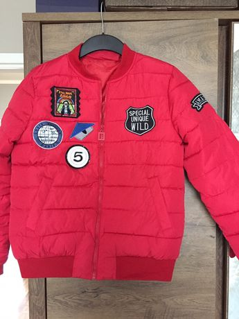 Nowa czerwona kurtka bomberka