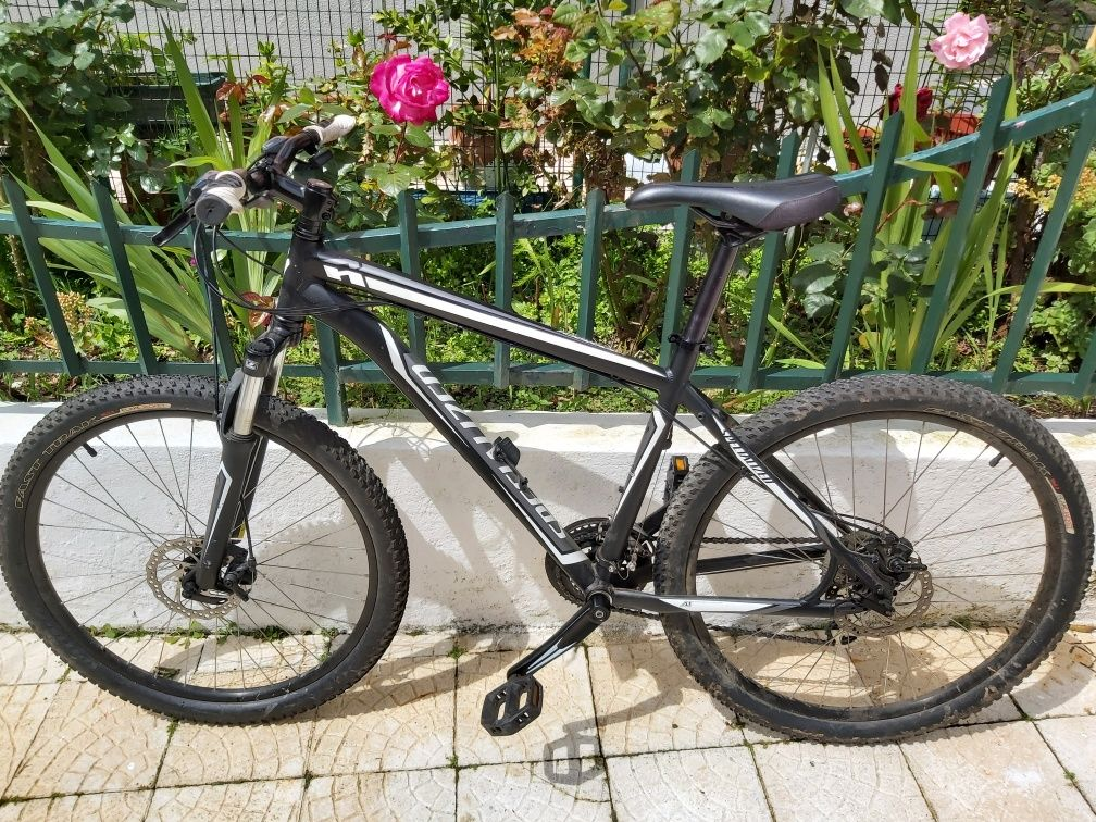 Bicicleta Specialized HardRock /Capacete Specialized + Acessórios