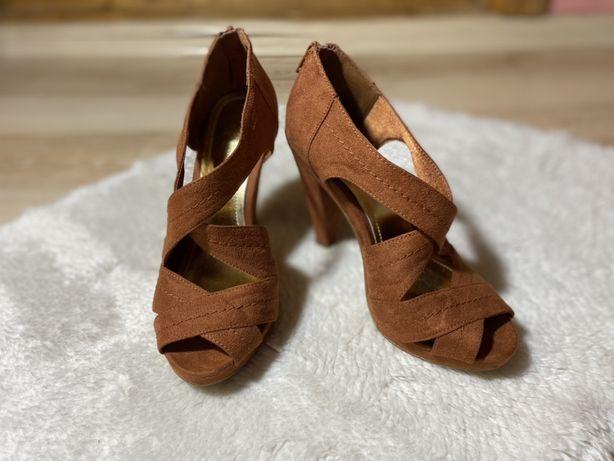 Босоніжки, туфлі H&M