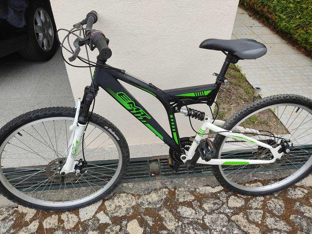 Bicicleta com travões de disco/dupla suspensão impecável
