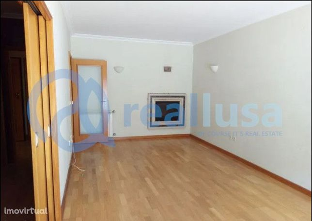 Apartamento T2 c/ Terraço e Garagem em Gondomar, Porto, Excelentes con