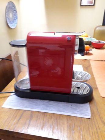 OPORTUNIDADE - Maquina café nespresso vermelha
