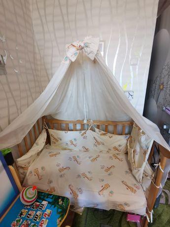 Кроватка деревянная и защита, кокосовый матрас, болдахин