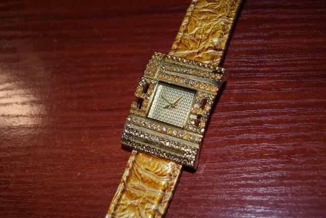 Fancy часы кварц женские б/у