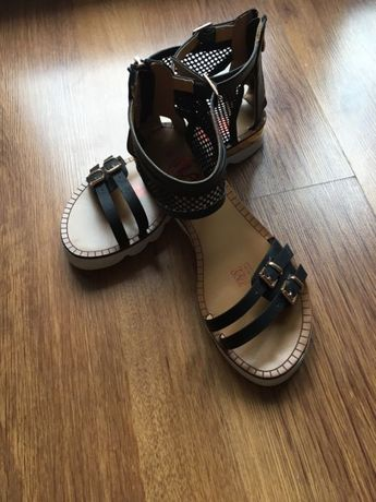 Nowe Sandały r. 39