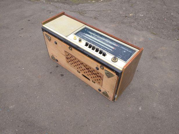 Радиола рекорд 311Сетевая ламповая радиола ''Рекорд-311'' с 1972 года