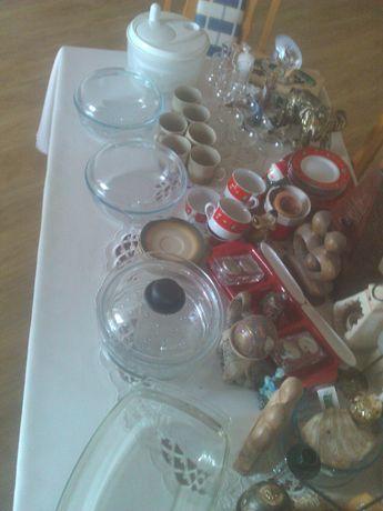 Różności:porcelana,szkło kolorowe, naczynia żaroodporne i inne