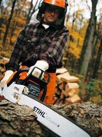 Спил деревьев в г. Кривой Рог и по Украине с автовышкой до 35 метров