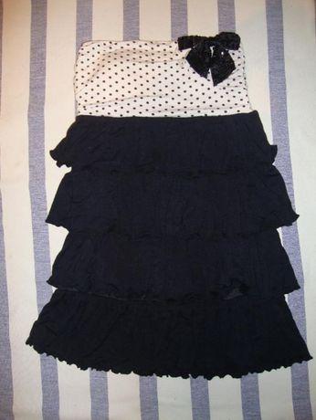 Платье в горошек с черным бантом.