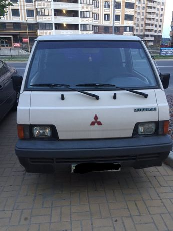 Мікроавтобус Mitsubishi L300
