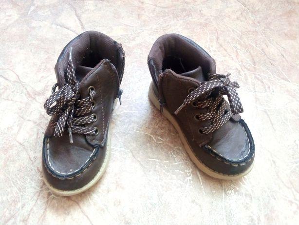 Обувь для мальчика на осень(ботинки Carter's , кроссовки)