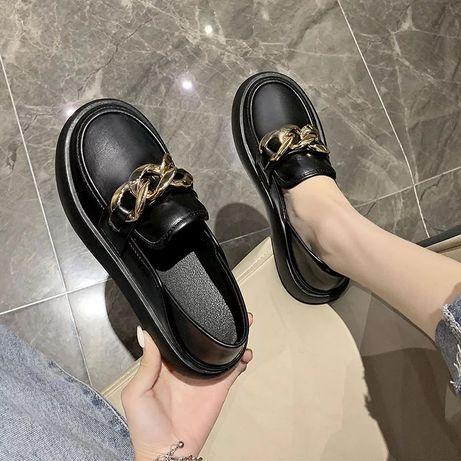 Летние туфли в британском стиле, женские черные повседневные  с цепью