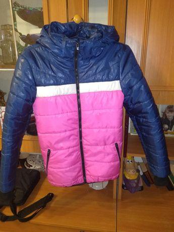 Продам демисезонную подростковую, яркую куртку, раз.40-44,цена 250 грн