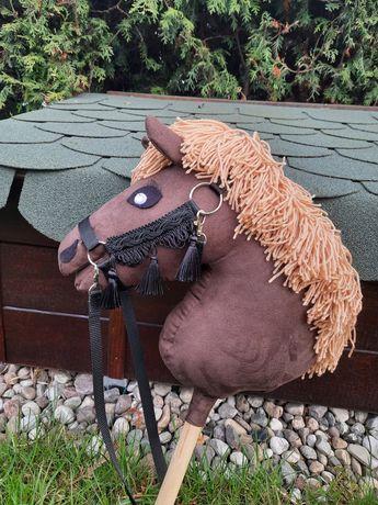 Hobby Horse z kantarem i wodzami