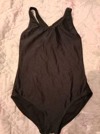 Отличный чёрный сплошной спортивный купальник на девочку