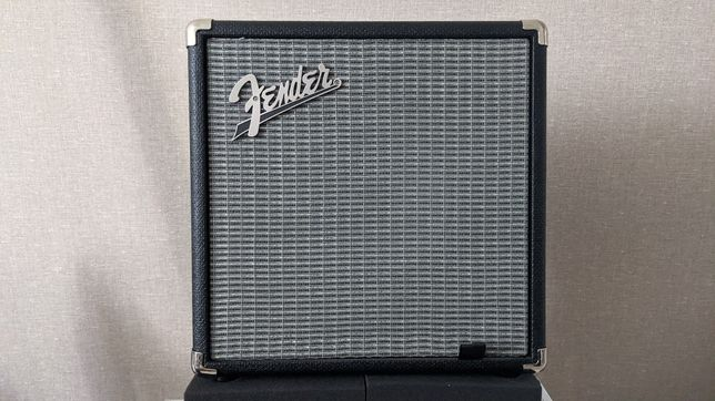 Fender Rumble 15 комбо підсилювач для бас гітари