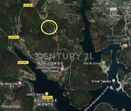 Terreno ideal para bungalows junto à Ilha do Ermal, a caminho do Gerês
