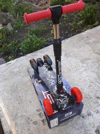 Дитячий трьохколісний самокат з світлом, звуком та димом  Best Scooter