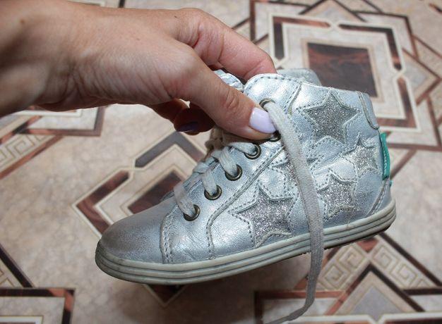 Туфли серебристые ботинки кроссовки 23 размер кожаные