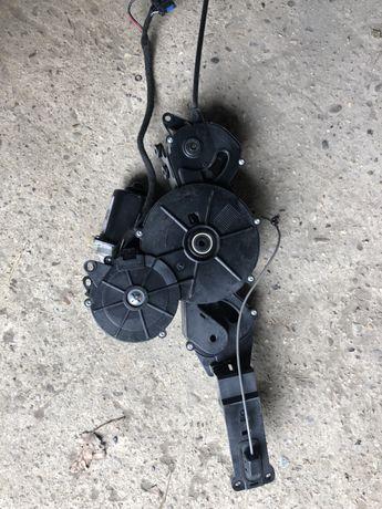 Електромотор правой задней двери Peugeot 807