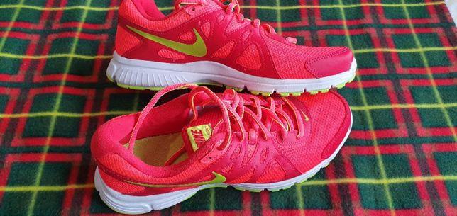 кросовки новые женские Nike р.40 стелька 25,5