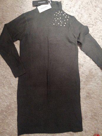 Sweterkowa sukienka z perełkami