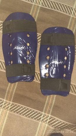 продам защиту на ноги снаряжение для единоборств