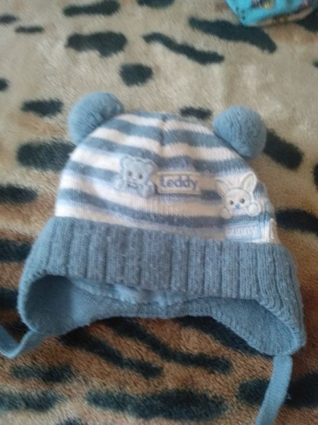 Теплая шапочка на новорожденного