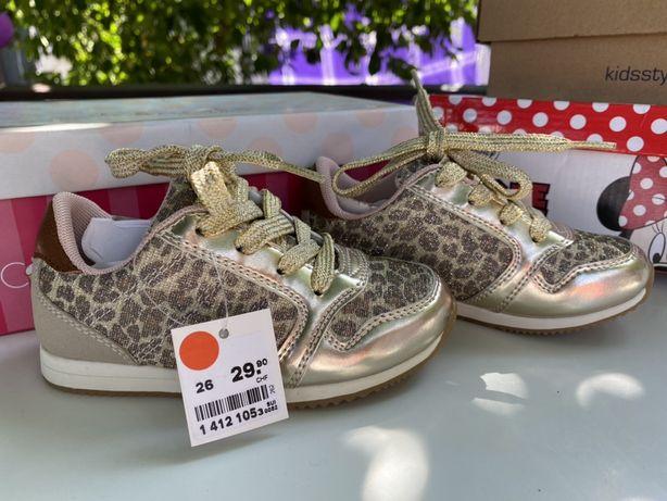 Модные новые кроссовки размер 26