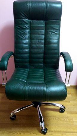 Продаю кожаное кресло