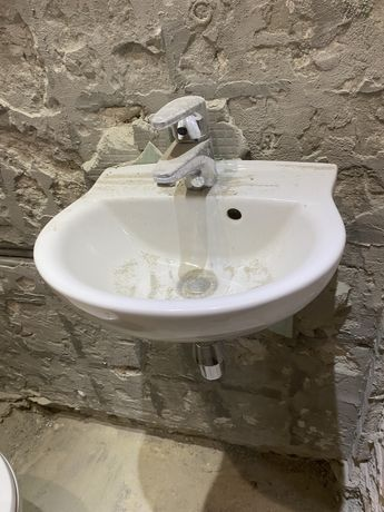 Umywalka używana w dobrym stanie