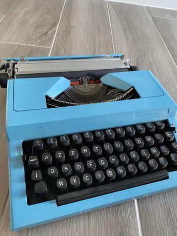 Maquina de escrever.