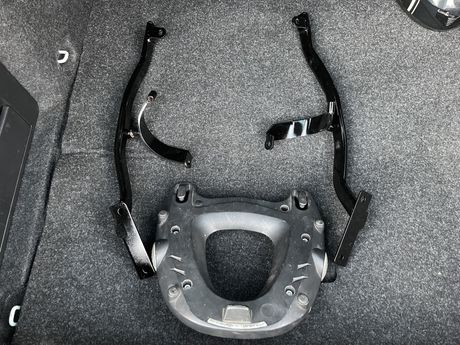 Крепление центального кофра Yamaha Fazer FZ6N FZ6S