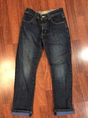 Продам джинсы для мальчика 8 лет