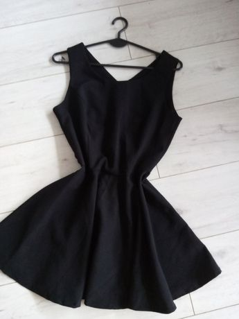 Czarna rozkloszowana sukienka 38