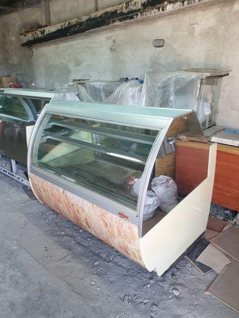 Холодильные витрины и мебель для Кафе Мороженное Кондитерская