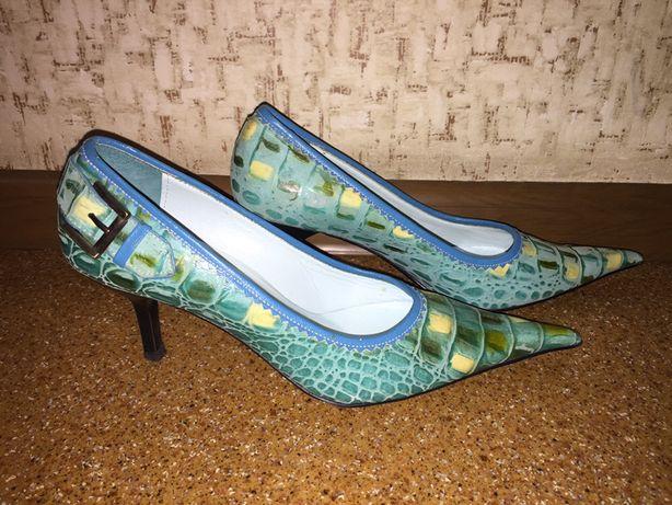 Новые стильные итальянские туфельки 37 р.
