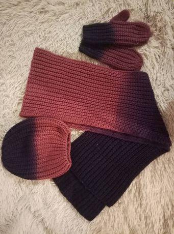 Комплект из шапки,шарфа и рукавиц.