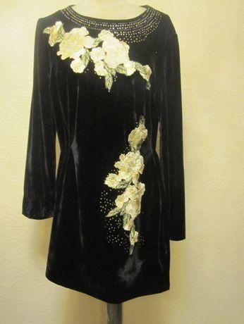 Sukienka z aksamitu - mała czarna z haftem i kryształkami
