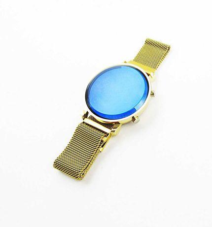 Zegarek niebieska tarcza magnetyczny pasek LED biały prezent Zeg17