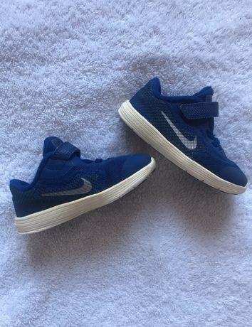 Buty Nike Revolution 3