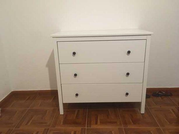 Comoda  branca do Ikea com três gavetas, Otima oportunidade