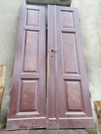 Drzwi stare wysokie